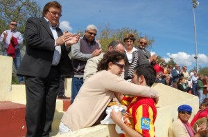 El Sporting rinde homenaje a la familia Calvo.