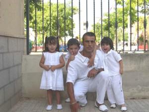 Toni Fiol con sus hijos