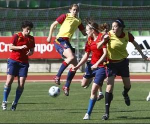 España golea a Hungría