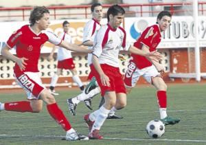 Imagen del encuentro que jugaron ayer Eivissa ySant Carles en Can Misses.  MOISÉS COPA