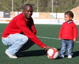 Marcos con su hijo en Son Servera. Pulsa sobre la foto para ampliarla