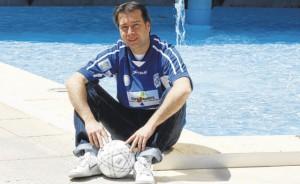 El entrenador del Gasifred, José Luis Pérez Escrich, posó ayer en las instalaciones de Diario de Ibiza.  MOISÉS COPA