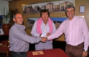 Miguel Bestard con el presidente y alcalde de Bunyola