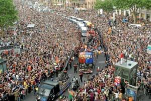 Panorámica de las calles de Barcelona al paso del autobús que llevaba al plantel de Pep Guardiola efe