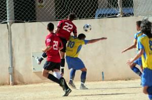 Jugada del partido entre el Independiente y el S'horta