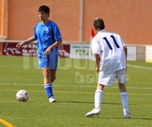 Darío jugando el balón