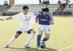 Imagen del partido que disputaron San Rafael y Peña en la ida.  M. COPA