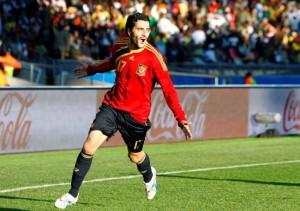 Dani Güiza celebra su segundo gol que ponía en ventaja a la selección española.  Foto: Efe