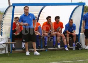 Mario Ormaechea dirigiendo el partido de ayer en Santa Margalida.  www.futbolbalear.es