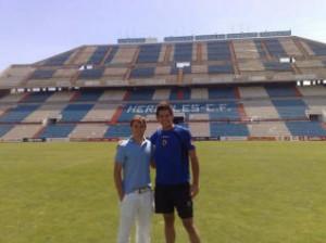 José García y Efrén Fernández, ayer en el Estadio Rico Pérez.