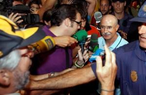 Serra Ferrer, a su llegada a Sevilla para jugar un partido de la UEFA cuando era entrenador del AEK de Atenas, en 2007.