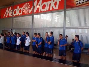 Aeropuerto de Tenerife. La expedición sportinguista a su llegada al aeropuerto tinerfeño