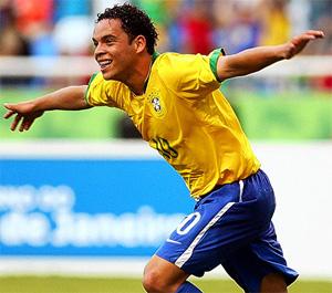 Este brasileño de 19 años es el objeto de deseo de los dos equipos de más historia de Galicia