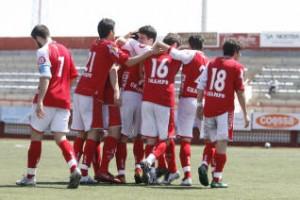 El equipo que dirigió Sergio Tortosa la pasada temporada y mantuvo la categoría de Tercera División no tendrá continuidad. VICENT MARI