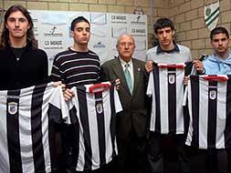 Nico Branconi, primero por la izquierda el día de su presentación en Badajoz.