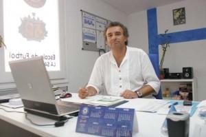 Trabajo. Matías Borsot trabaja a diario en la sede del Sporting Mahonés, en Maó