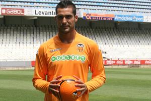 Miguel Ángel Moya en el momento de su presentación con la camiseta del Valencia