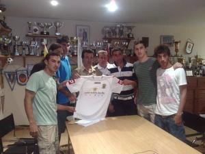 De izquierda a derecha los jugadores Del Moral, Oski, Eneko, Carlos López, Branconi y Vicent, ayer en la presentación. Foto: R. J. P.