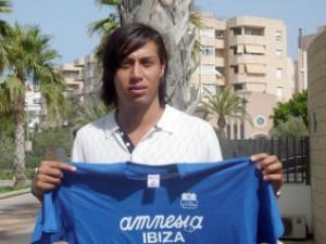 Jorge Salazar posa en los jardines del Diario de Ibiza.  S.M.C