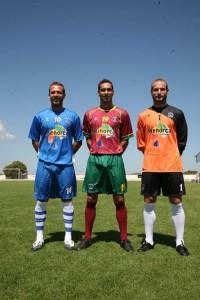 Nueva equipación. El Sporting presentó ayer las equipaciones de esta temporada con Moyano, Iray y Eloy