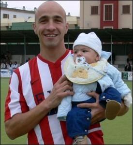 Tomás Mestre, junto a su hijo, cuando jugaba en el Manacor