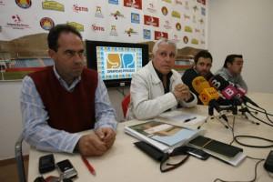 Andoni Valencia, en primer término, está en Roma negociando con el grupo inversor italiano .  VICENT MARÍ
