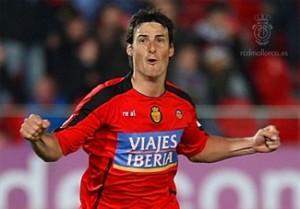 Aduriz celebrando su gol