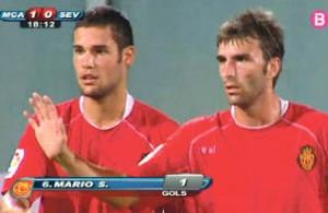 Mario Suárez y Tuni celebran el gol que permitió al Mallorca derrotar al Sevilla.  Foto: IB3