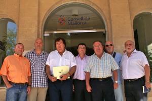 Miguel Bestard con los representantes de clubes en el Consell