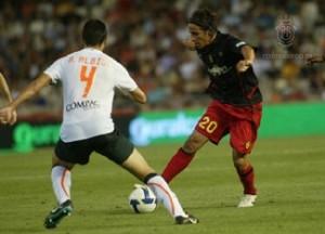 Óscar Trejo en un partido contra el Valencia CF