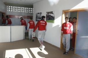 Víctor, saliendo de la sala de prensa del Ibiza la pasada temporada. VICENT MARÍ