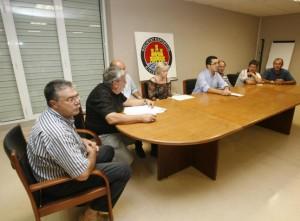 Los miembros de la anterior directiva que acudieron a la sesión de ayer y que presentaron su dimisión. VICENT MARÍ