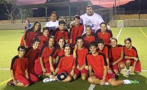 La plantilla del Atlético Paguera femenino, anoche antes de su entrenamiento. Fotos: Fotoprens
