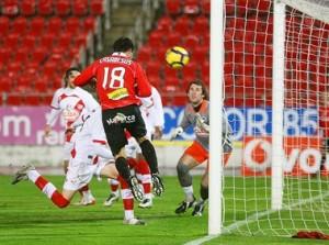 Víctor Casadesús marcando el segundo gol de la noche