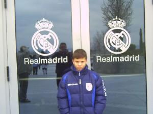 Pedrito antes de atravesar las puertas del Real Madrid