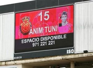La afición mallorquinista rendía un caluroso aplauso para Tuni