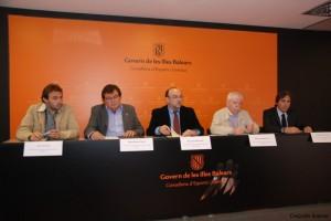 El president de la FFIB i el conseller de Cultura i Educació signaren el Conveni de col·laboració per impartir conjuntament els cursos dels tècnics esportius.