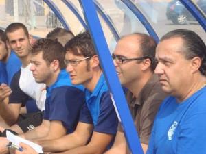 Xavi Ferriol en el banquillo del Ferriolense