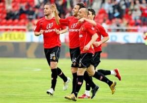 Los bermellones celebran el gol de Víctor frente al Atlético