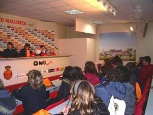 Los alumnos de San Vicente de Paul en la sala de prensa